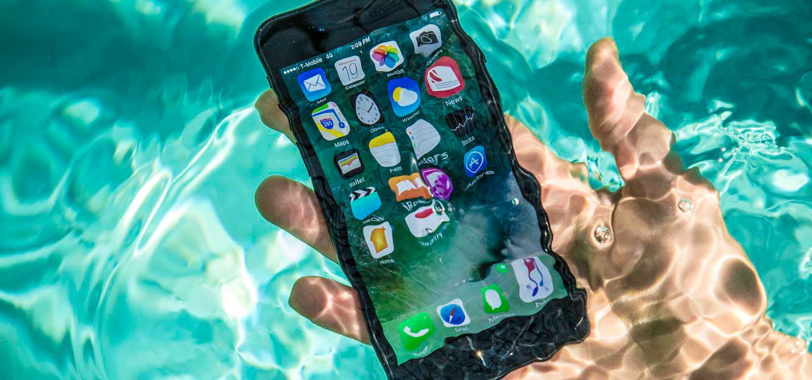 Телефон упал в воду, что делать?